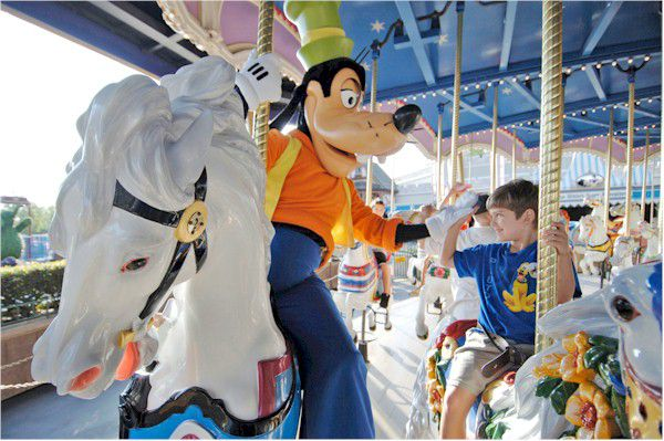 Best ways to surprise kids with Disney vacation