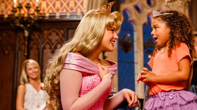 Disney autographs at Character meals