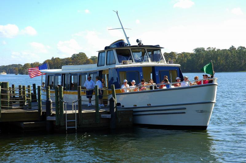 Disney Wilderness Lodge boats