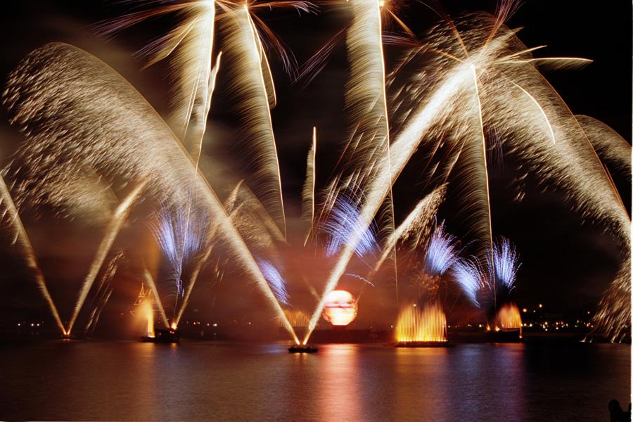Illuminations World Showcase Plaza