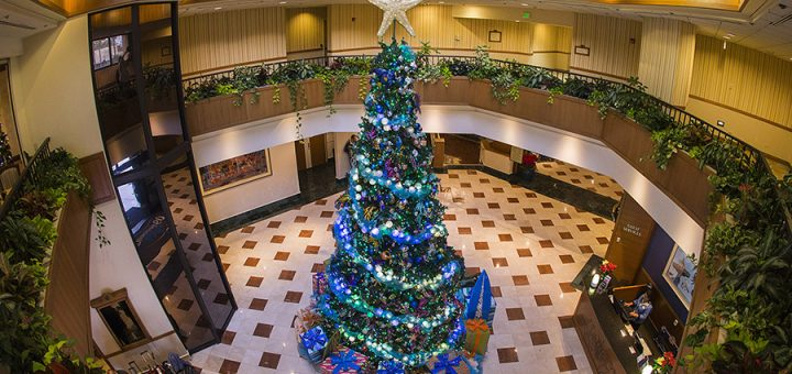 8 Festive Reasons To Stay At A Disneyland Resort Hotel This Holiday Season Mickeyblog Com