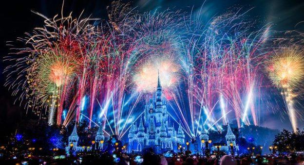 watch magic kingdom new years eve fireworks with disneyparkslive on dec 31st