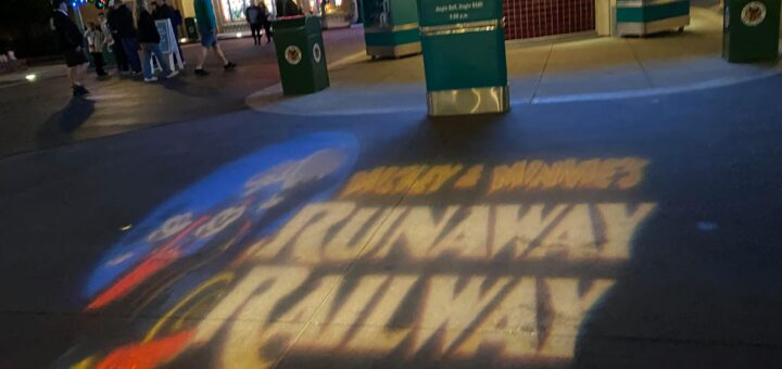 Mickey and Minnie's Runaway Railway Projection