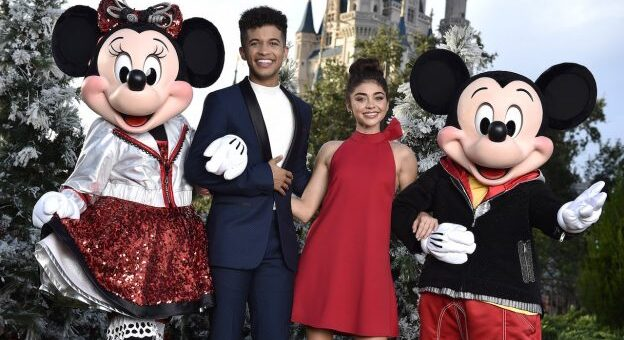 Jordan Fisher Disney Christmas Show 2020 Disney Star Jordan Fisher Takes Takes on Title Role In 'Dear Evan