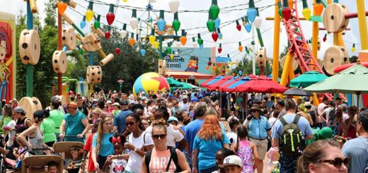 Toy Story Land crowd