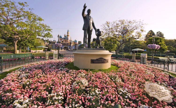 Disneyland's last day