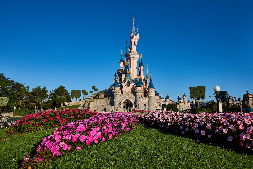 Disneyland Paris close