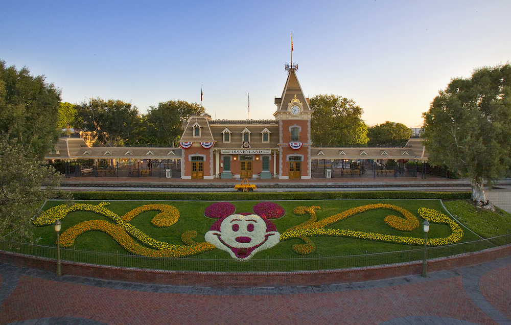 Disneyland reopening, Newsom
