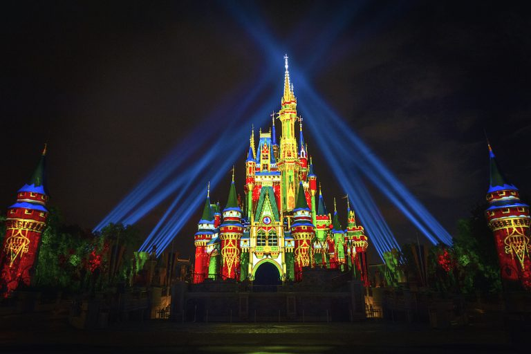 Disney World holidays hours