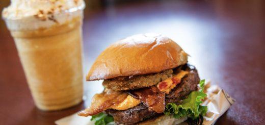 DLuxe Burger