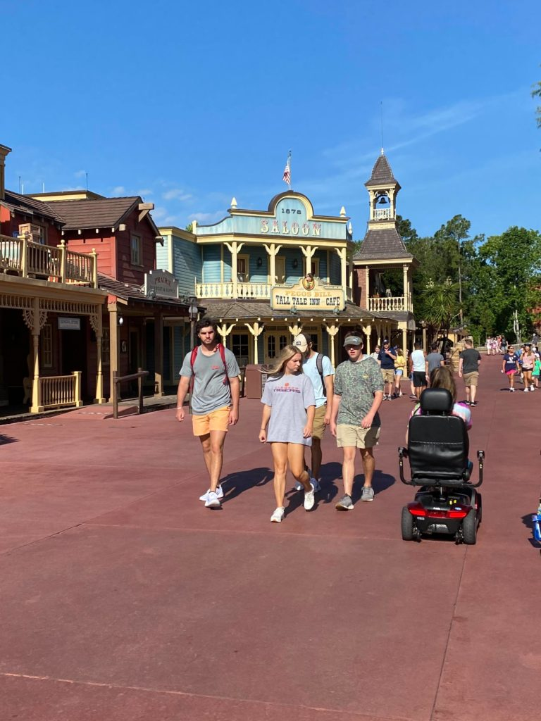 WDW Frontierland guests without masks