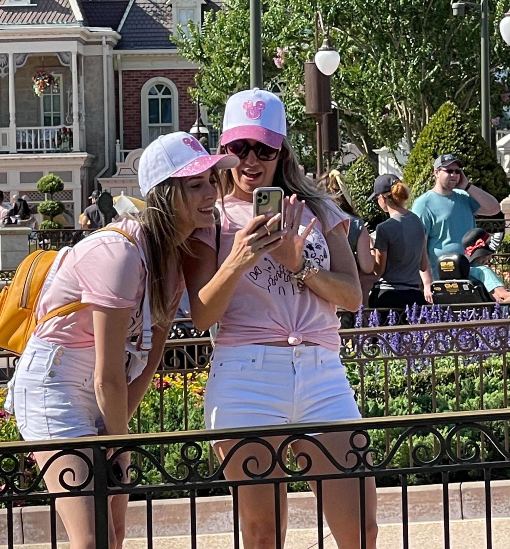Guests without masks WDW