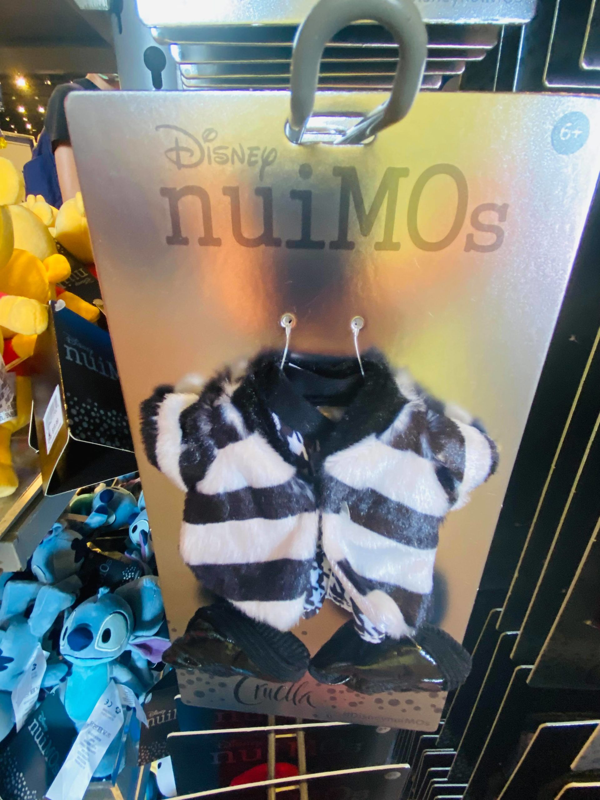 Cruella nuiMOs outfits at Mouse Gear