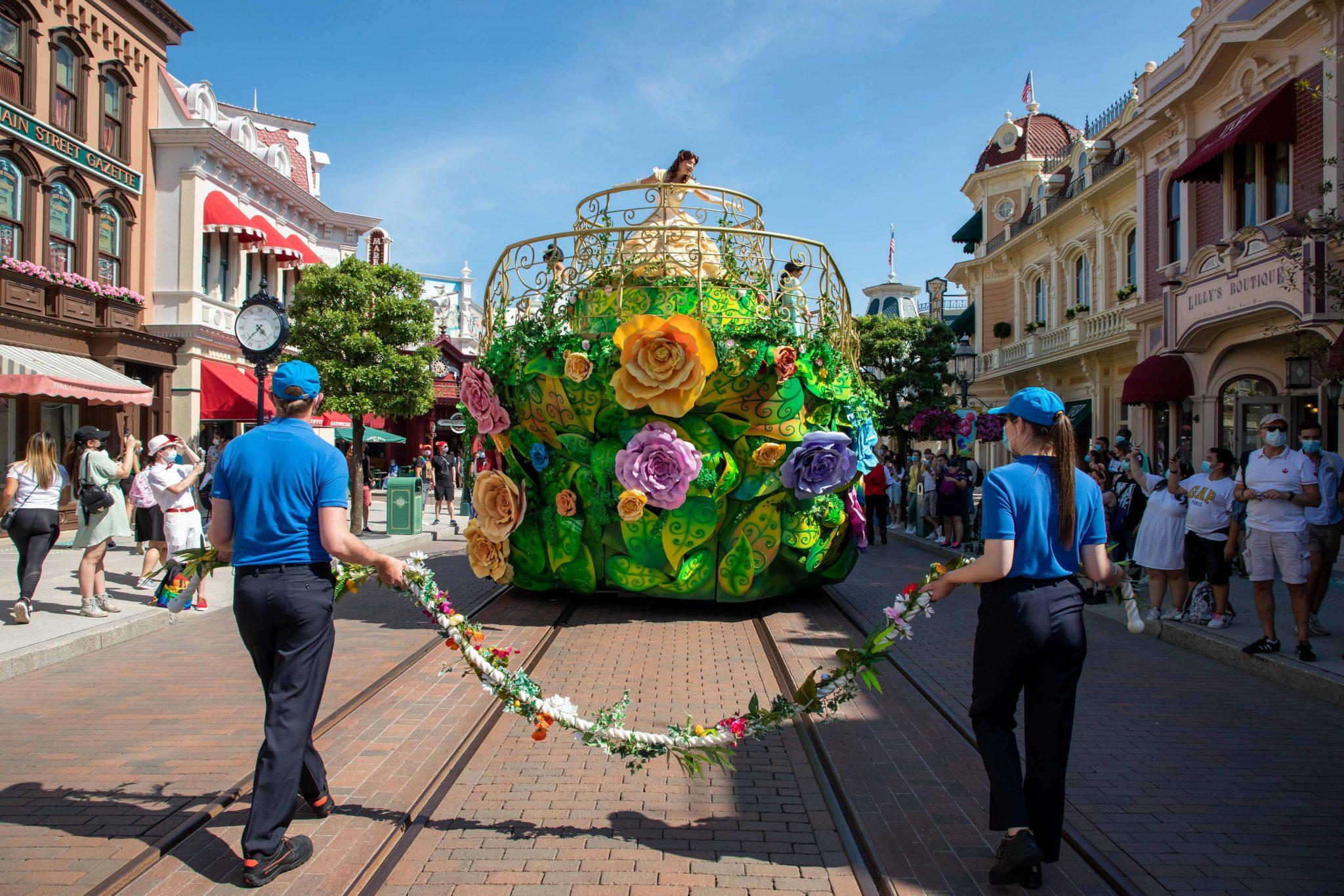 Princess float at Disneyland Paris