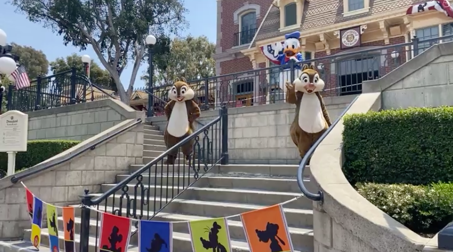 Chip, Dale, Donald, Disneyland