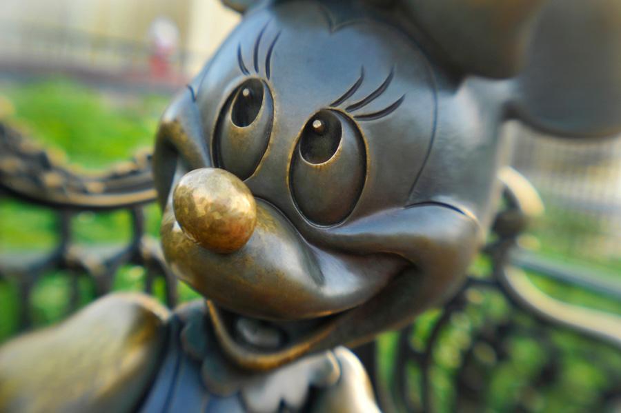 Sharing the Magic, Statue, Minnie