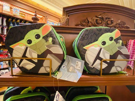 Baby Yoda shelf stationery kits