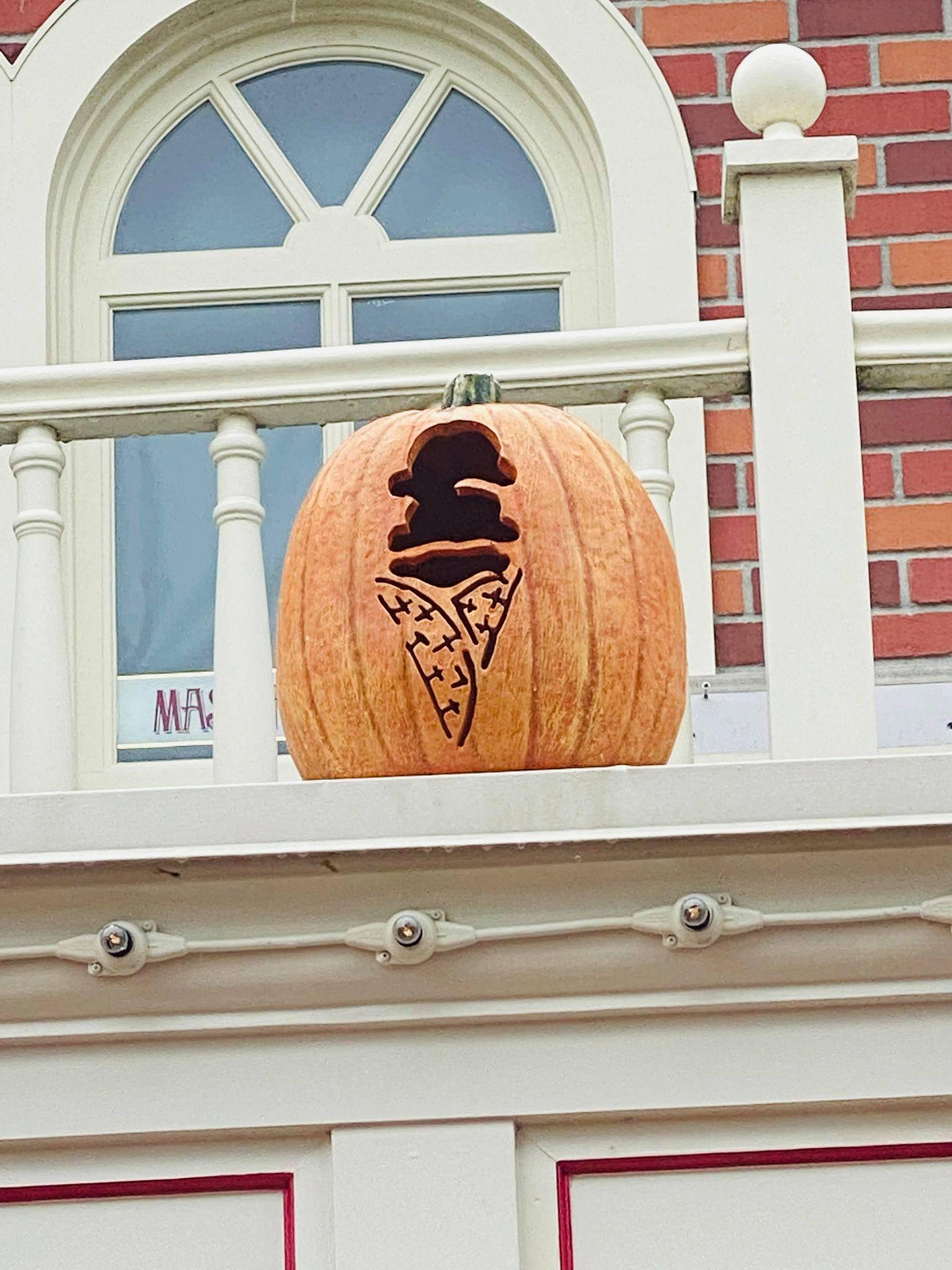 magic kingdom fall pumpkins